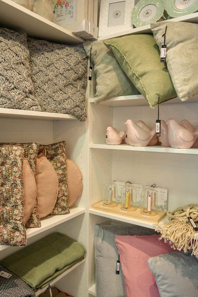"""Boutique déco """"Chez Georgette"""" à Blois : coussins chalheureux"""