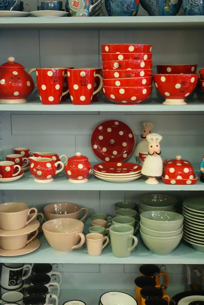 """Boutique déco """"Chez Georgette"""" à Blois : vaisselle colorée"""
